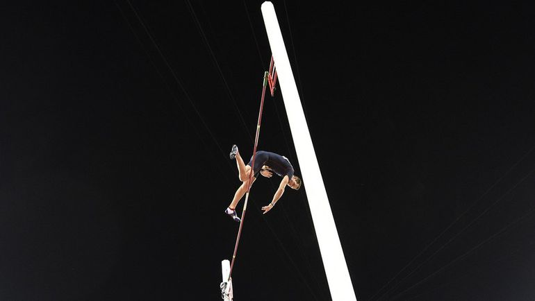 Рено ЛАВИЛЛЕНИ в Пекине взял только высоту 5,80. Фото AFP