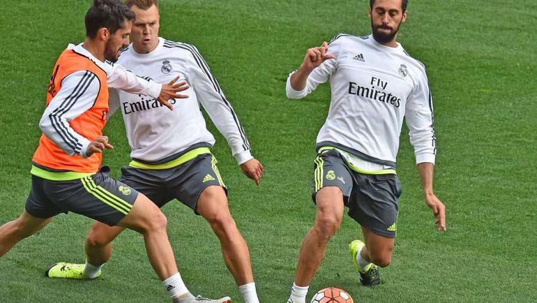 """В """"Реале"""" Денис ЧЕРЫШЕВ (в центре) может тренироваться со звездами. А играть? Фото AFP"""