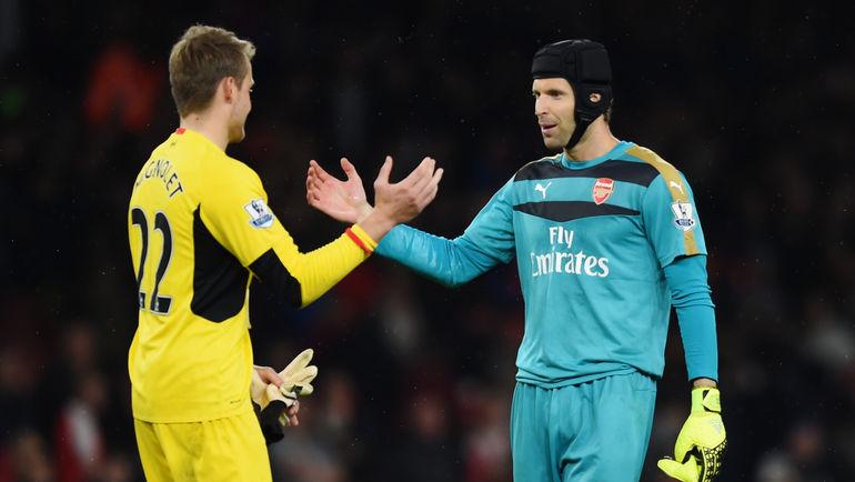 """""""Арсенал"""" - """"Ливерпуль"""" - 0:0. Голкипер """"Ливерпуля"""" Симон МИНЬОЛЕ (слева) и страж ворот """"Арсенала"""" Петр ЧЕХ."""