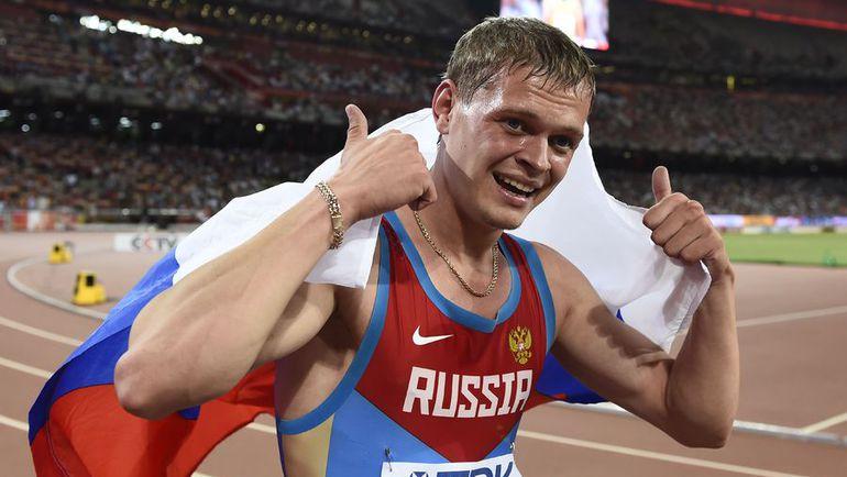 Сегодня. Пекин. Денис КУДРЯВЦЕВ принес России первую медаль ЧМ-2015 в Пекине, взяв серебро на дистанции 400 м/б. Фото AFP