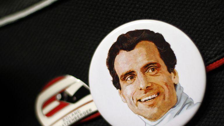 Значок с портретом Роланда РАТЦЕМБЕРГЕРА. Фото REUTERS