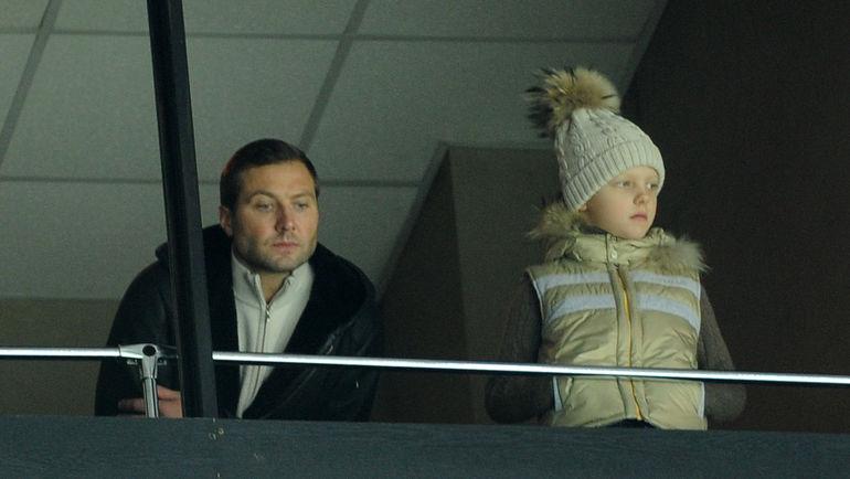 """Управляющий директор МХЛ Алексей МОРОЗОВ (слева) уже не сможет стать примером для сына Никиты в качестве действующего игрока. Фото Никита УСПЕНСКИЙ, """"СЭ"""""""