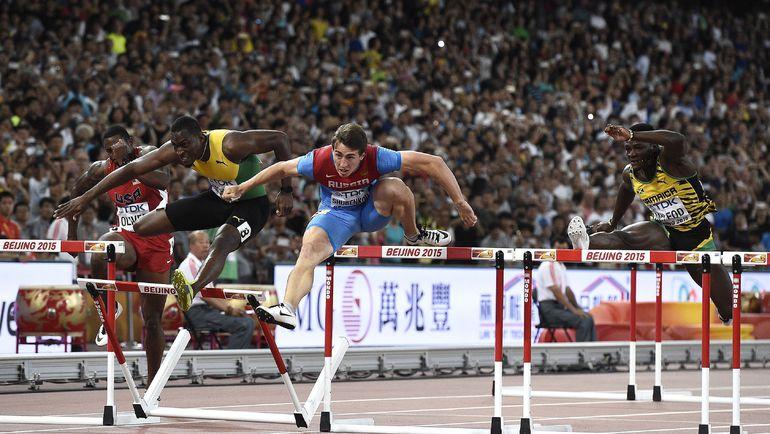 Пятница. Пекин. Сергей ШУБЕНКОВ (второй справа) в финале чемпионата мира. Фото AFP
