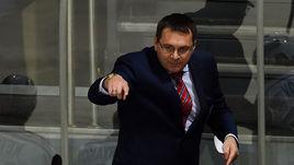 Андрей НАЗАРОВ руководит командой.