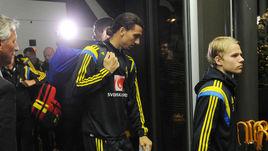 Златан ИБРАГИМОВИЧ и сборная Швеции заселяются в отель.