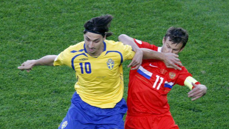 Последний раз Златан ИБРАГИМОВИЧ играл против России, когда теперь тренер национальной команды Сергей СЕМАК был действующим футболистом. Фото REUTERS