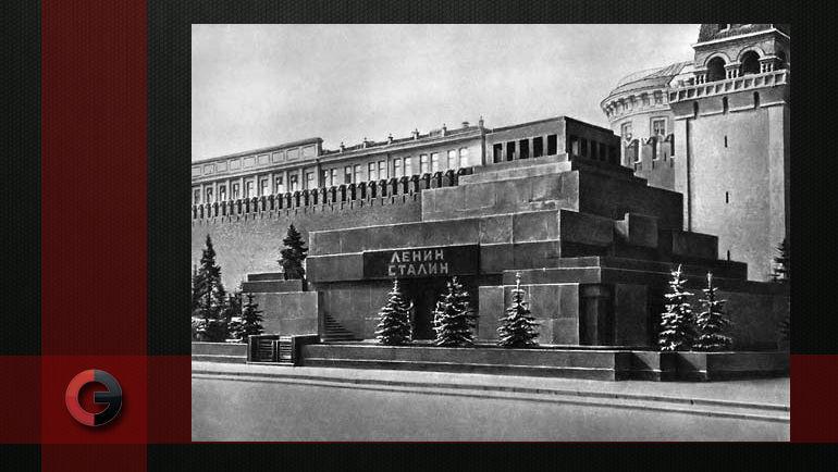 Мавзолей Ленина и Сталина.