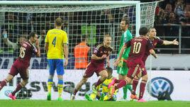 Суббота. Москва. Тушино. Россия – Швеция – 1:0. 38-я минута. Победный гол Артема ДЗЮБЫ (крайний справа).