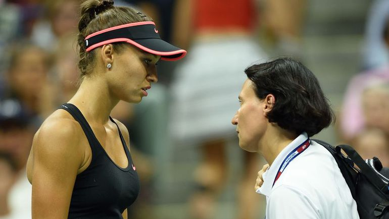 Понедельник. Нью-Йорк. Россиянка Виталия ДЬЯЧЕНКО (слева) стала одной из 16 игроков, снявшихся по ходу матчей на US Open-2015. Фото AFP