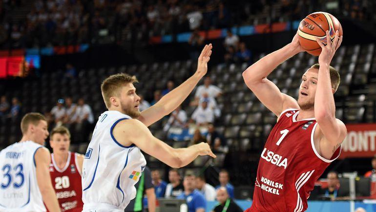 С мячом Андрей ЗУБКОВ. Фото AFP