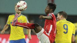 8 сентября 2014 года. Вена. Австрия - Швеция - 1:1. Давид АЛАБА (с мячом) против Кима ЧЕЛЬСТРЕМА.