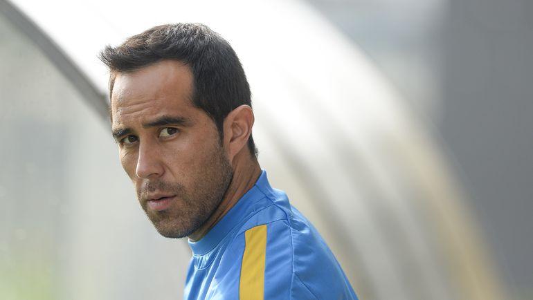 """Вратарь """"Барселоны"""" Клаудио БРАВО. Фото AFP"""