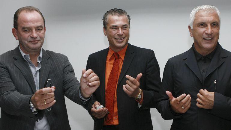 Тони ПОЛЬСТЕР (в центре) с Хербертом ПРОХАЗКОЙ (слева) и Хансом КРАНКЛЕМ. Фото REUTERS