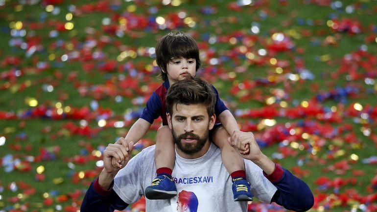 Жерар ПИКЕ с сыном Миланом. Фото REUTERS