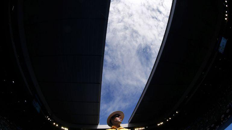 """Крыша на арене Рода Лэйвера в """"Мельбурн Парке"""" спасает участников Australian Open и от дождя, и от жары. Фото REUTERS"""