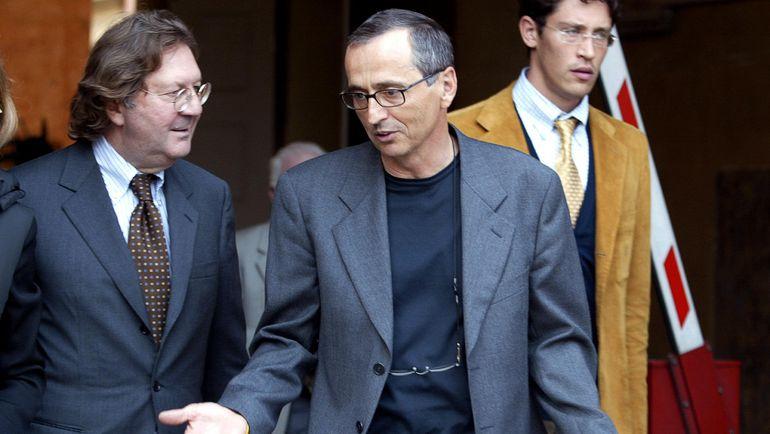 Доктор Микеле ФЕРРАРИ (в центре) с адвокатом. Фото AFP