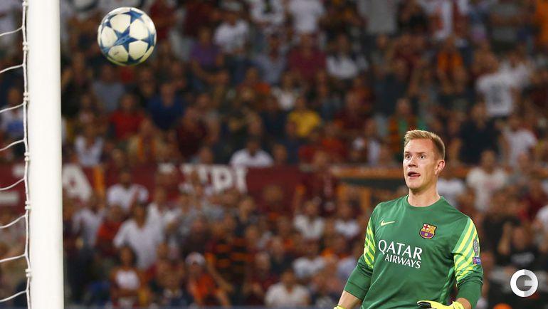 """Рома"" - ""Барселона"" - 1:1. Голкипер гостей Марк Андре ТЕР ШТЕГЕН пропускает гол от Алессандро Флоренци."