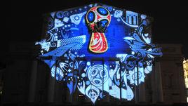 29 октября 2014 года. Москва. Представление логотипа ЧМ-2018 на фасаде Большого театра.