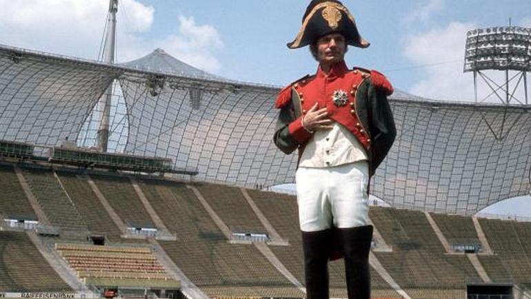 Деттамар КРАМЕР в костюме Наполеона. Фото www.spiegel.de