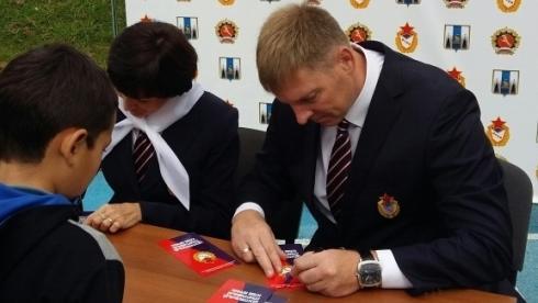 Олимпийские чемпионы ЦСКА встретились с юными спортсменами Южно-Сахалинска