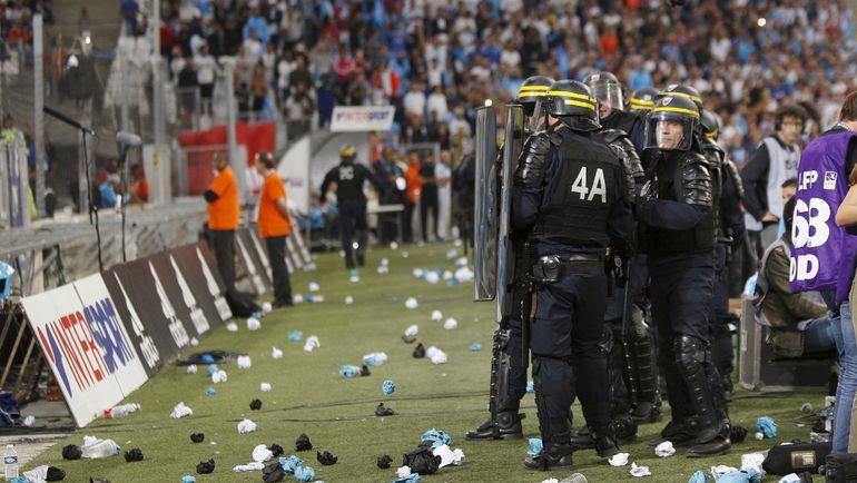 """Воскресенье. Марсель. """"Марсель"""" - """"Лион"""" - 1:1. Полиция на """"Велодроме"""". Фото REUTERS"""