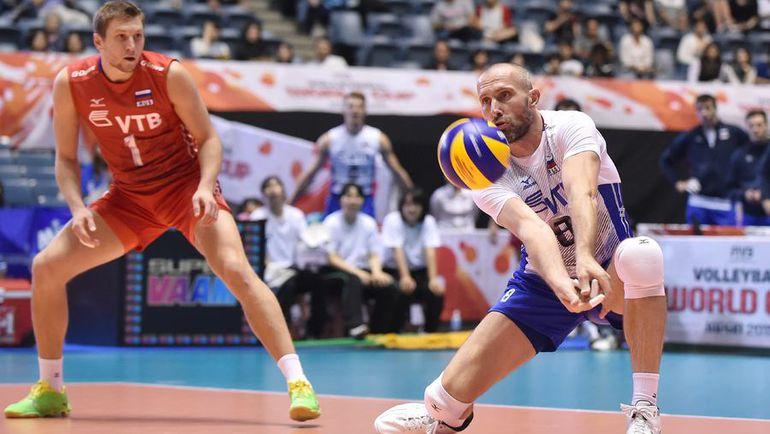 Сергей ТЕТЮХИН (справа) в матче против сборной США. Фото fivb.org