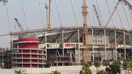 Стройка одного из будущих стадионов в Дохе.
