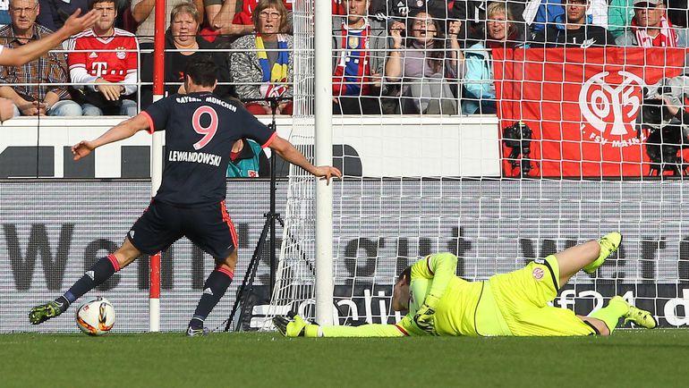 """Суббота. Майнц. """"Майнц"""" - """"Бавария"""" - 0:3. Роберт ЛЕВАНДОВСКИ оформил дубль в ворота хозяев. Фото AFP"""