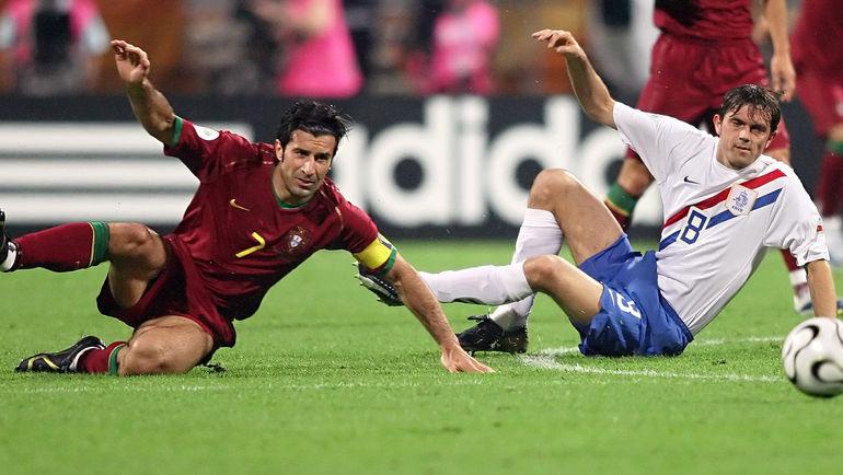 25 июня 2006 года. Нюрнберг. Португалия – Голландия – 1:0. Филлип КОКУ (справа) против Луиша ФИГУ. Фото AFP