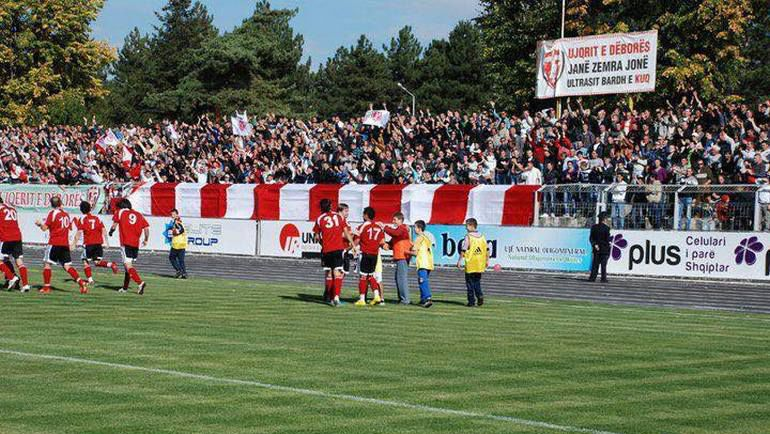 """Болельщики на матчах """"Скендербеу"""" находятся рядом с полем. Фото Facebook.com"""