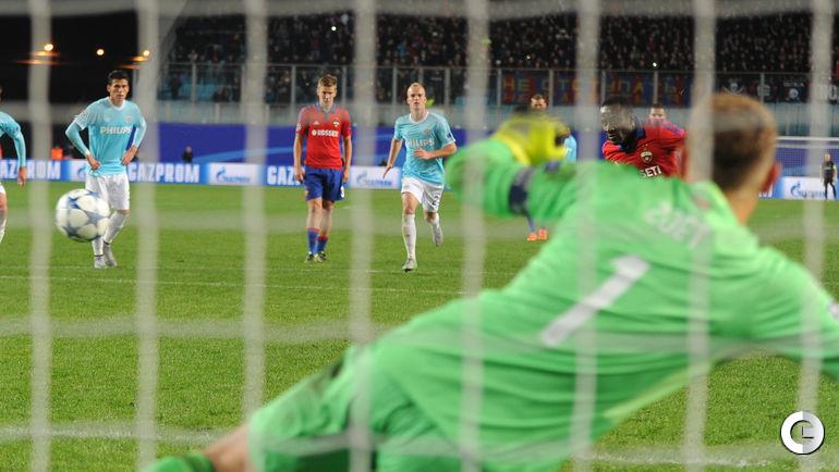 Сейду ДУМБЬЯ забивает гол с пенальти.
