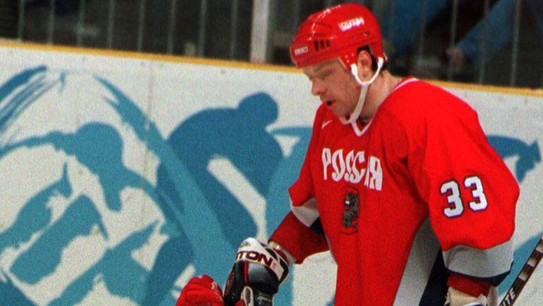 13 февраля 1998 года. Нагано. Россия - Казахстан - 9:2. Алексей ЖАМНОВ. Фото REUTERS