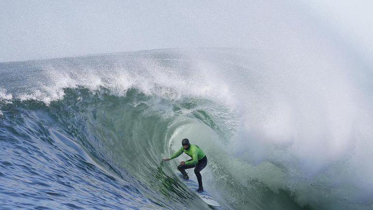 Серфинг - очень зрелищный, но для него нужны особые климатические условия. Фото REUTERS