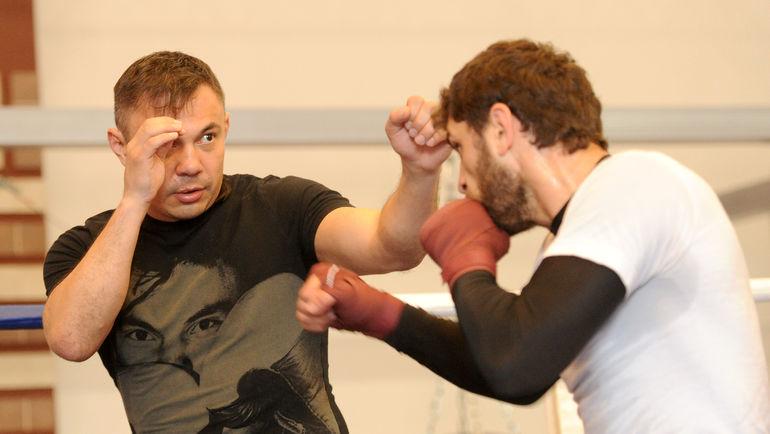 "Хабиб АЛЛАХВЕРДИЕВ (справа) на тренировке с Костей ЦЗЮ. Фото Татьяна ДОРОГУТИНА, ""СЭ"""