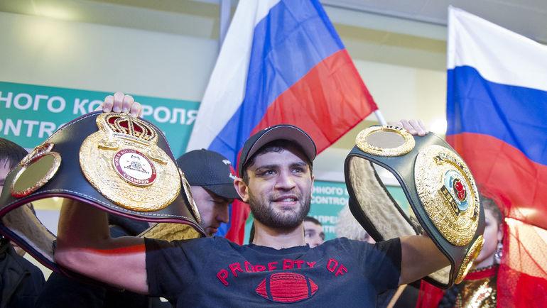 Хабиб АЛЛАХВЕРДИЕВ с чемпионскими поясами. Фото Антон СЕРГИЕНКО