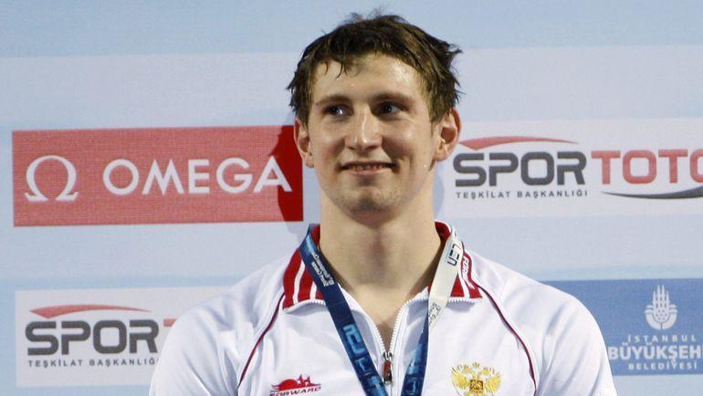 Николай СКВОРЦОВ на церемонии награждения после финального заплыва на 200 м баттерфляем на чемпионате Европы на короткой воде-2009 в Стамбуле. Фото REUTERS