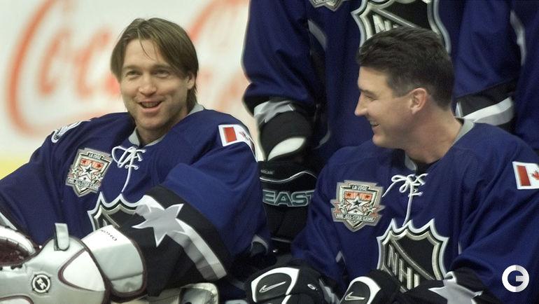 1 февраля 2002 года. Лос-Анджелес. Патрик РУА и Марио ЛЕМЬЕ шутят на одном из мероприятий, приуроченных к Матчу звезд, которых у этих двух легенд на двоих набралось аж 21!