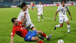 17 ноября 2007 года. Тель-Авив. Израиль - Россия - 2:1. Константин ЗЫРЯНОВ (слева) после матча емко прокомментировал игру своей команды.