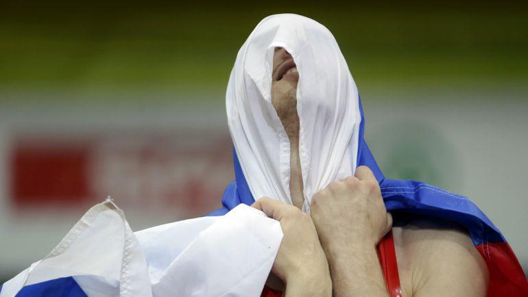 Даниил ЦЫПЛАКОВ празднует победу на чемпионате Европы в зале. Фото AFP