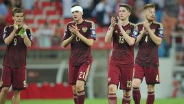Могли бы Никита ЧЕРНОВ (второй слева) и Иван НОВОСЕЛЬЦЕВ (справа) помочь тренерскому штабу сборной России ликвидировать дефицит защитников?