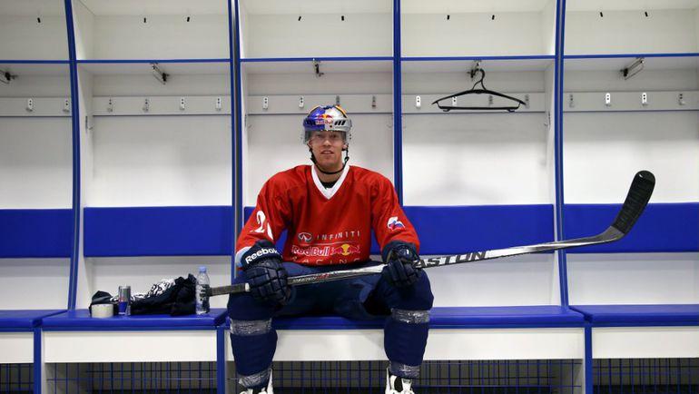 Сегодня. Сочи. Даниил КВЯТ в хоккейной экипировке. Фото Red Bull