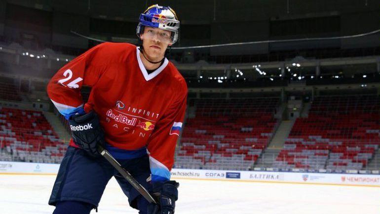 """Сегодня. Сочи. Даниил КВЯТ сыграл в хоккей в ЛД """"Большой"""". Фото Red Bull"""