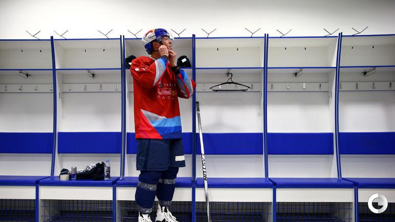 Даниил КВЯТ на хоккейной площадке в Сочи.