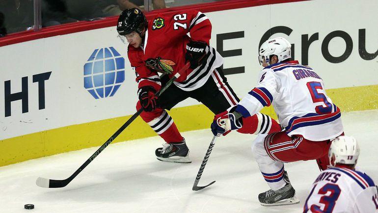 """Среда. Чикаго. """"Чикаго"""" - """"Рейнджерс"""" - 2:3. В дебютном матче в НХЛ форвард """"Чикаго"""" Артемий ПАНАРИН (72) отметился заброшенной шайбой. Фото AFP"""
