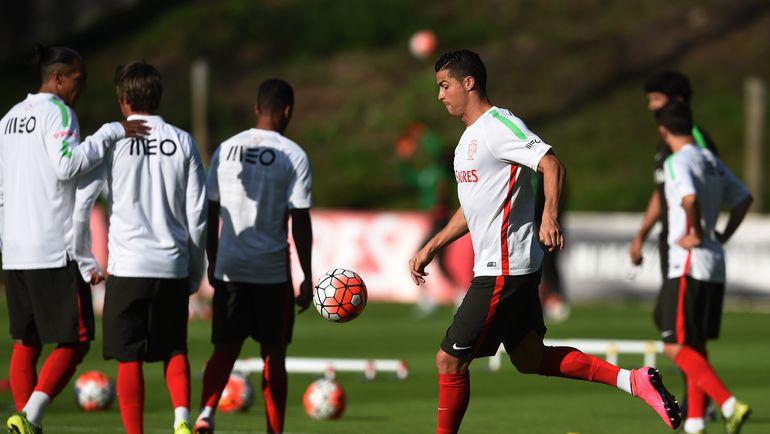 Среда. Брага. КРИШТИАНУ РОНАЛДУ на тренировке сборной Португалии. Фото AFP