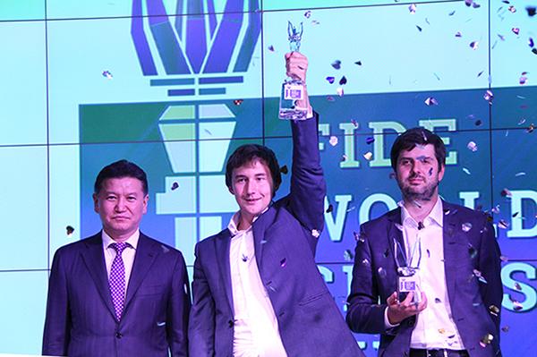 Сергей КАРЯКИН (в центре) - победитель Кубка мира. Фото ruchess