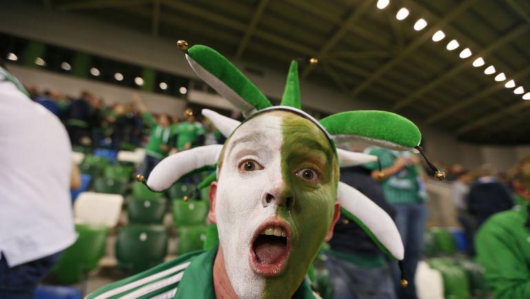 Пятница. Белфаст. Северная Ирландия - Греция - 3:1. Эмоции фаната. Фото REUTERS