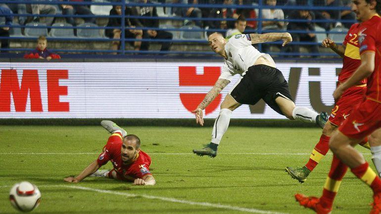 Пятница. Подгорица. Черногория – Австрия – 2:3. 81-я минута. Марко АРНАУТОВИЧ (в белом) сравнивает счет. Фото REUTERS