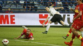 Пятница. Подгорица. Черногория – Австрия – 2:3. 81-я минута. Марко АРНАУТОВИЧ (в белом) сравнивает счет.