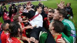 Суббота. Зеница. Босния и Герцеговина - Уэльс - 2:0. Сборная Уэльса празднует выход на Euro-2016.